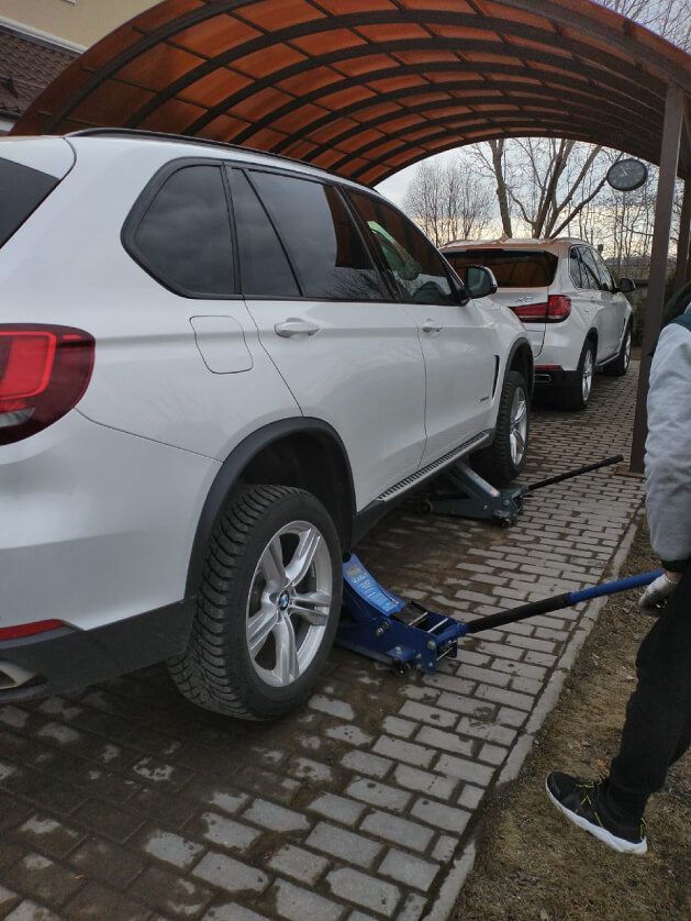 Сезонная замена шин BMW (близнецы)