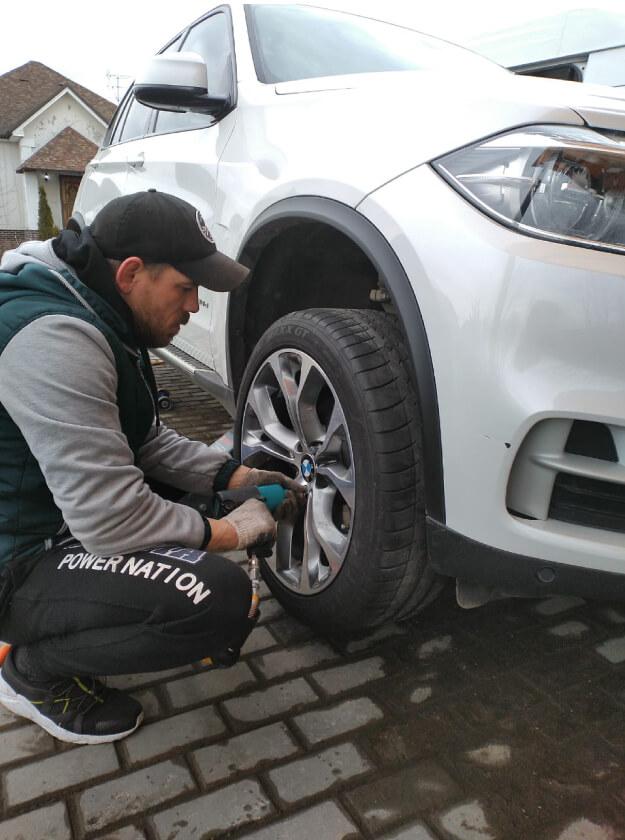 Сезонная замена шин для BMW